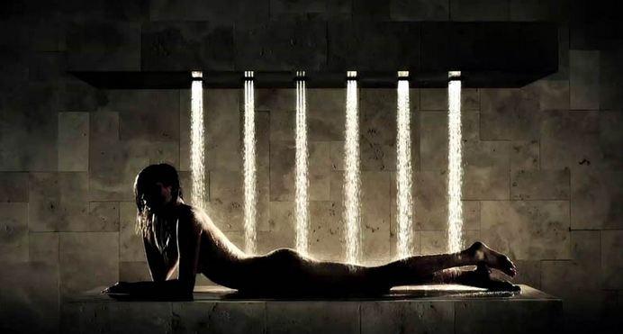 """La """"doccia-orizzontale"""": ultima invenzione del marketing del benesssere"""