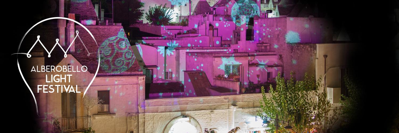 """Alberobello illuminata: i trulli tra i mille colori del """"Light Festival"""""""