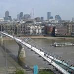 Il ponte è mobile. Anzi instabile, pericolante.